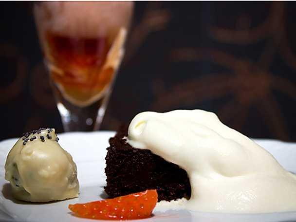 Chokladtryffelkaka, pralin och rosésorbet
