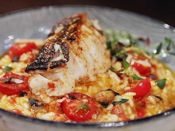 Chorizorisotto med vitlök och timjanstekt torsk