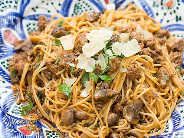 Choumichas spaghetti med köttfärssås