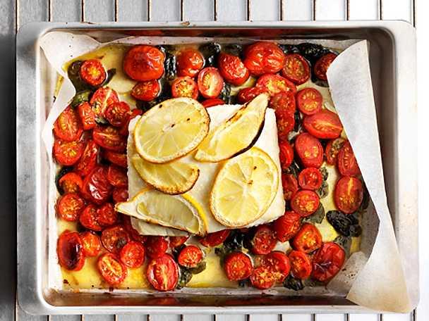 Citronbakad fisk med tomat och basilika