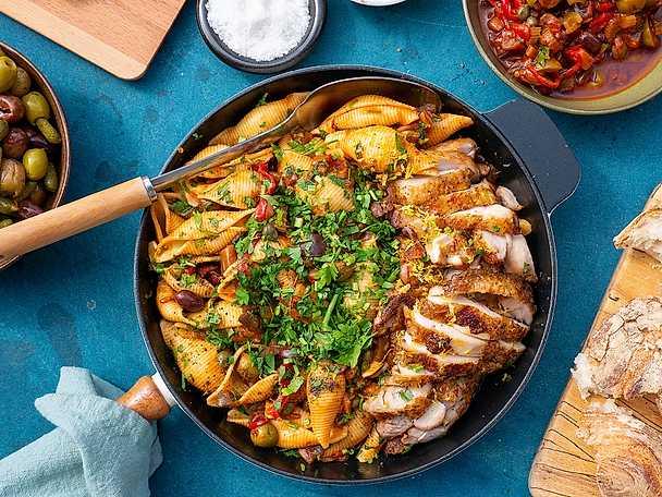 Citronbakad kyckling med pasta och caponata