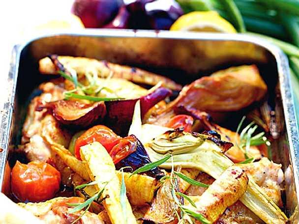 Citronkyckling i ugn med grönsaker och fetaoströra