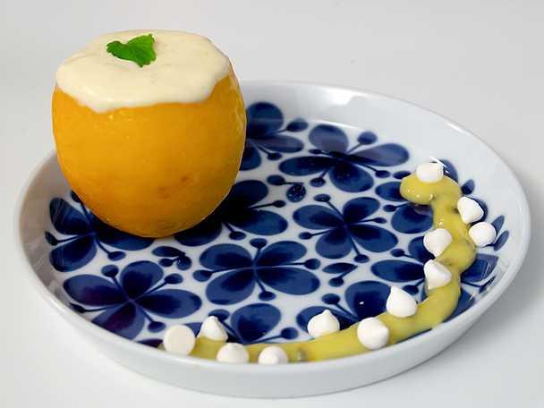 Citronparfait med maräng och sötsur topping