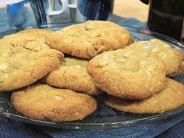 Cookies med vit choklad och macadamianötter