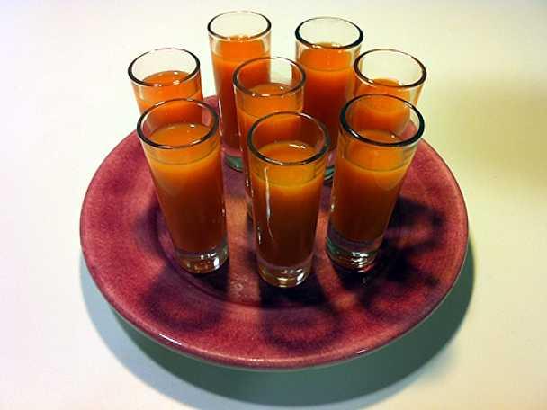 Cooler med apelsin, morot och ingefära