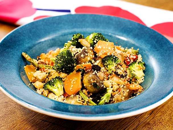 Couscous med grönsaker, mandel och koriander