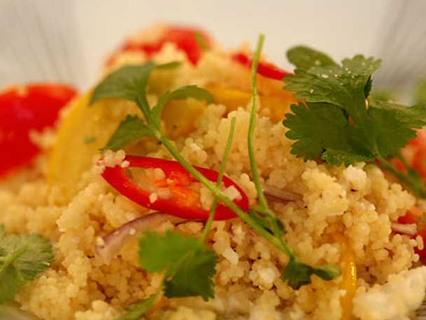 Couscous sallad med zucchini och fetaost