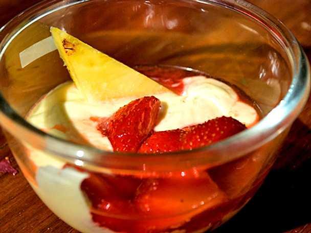 Crema di mascarpone confragole ananas e limone