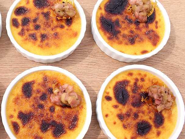 Crème brûlée med kardemumma och rabarberkompott