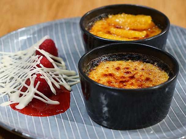 Crème brûlée med rommarinerad apelsin eller hallonspegel