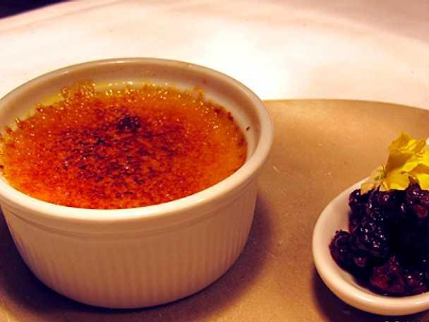 Creme brulèe med saffran och salmbär