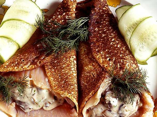 Crêpes med lax och svampfyllning