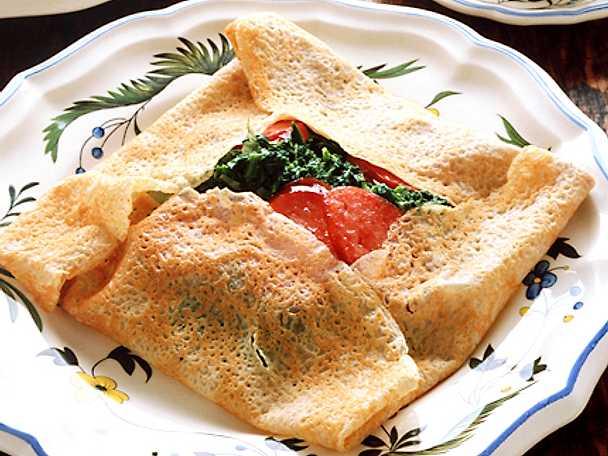 Crêpes med tomat och spenat