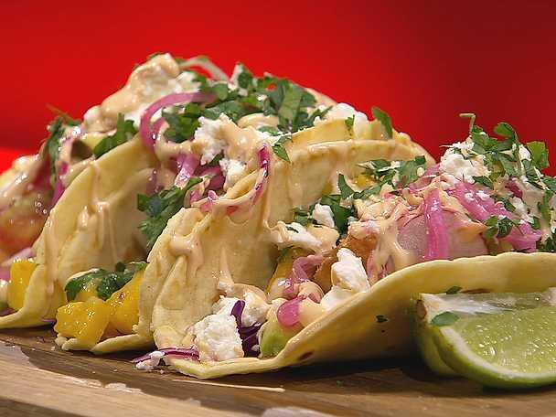 Crispy fish tacos med mango- och avokadosalsa