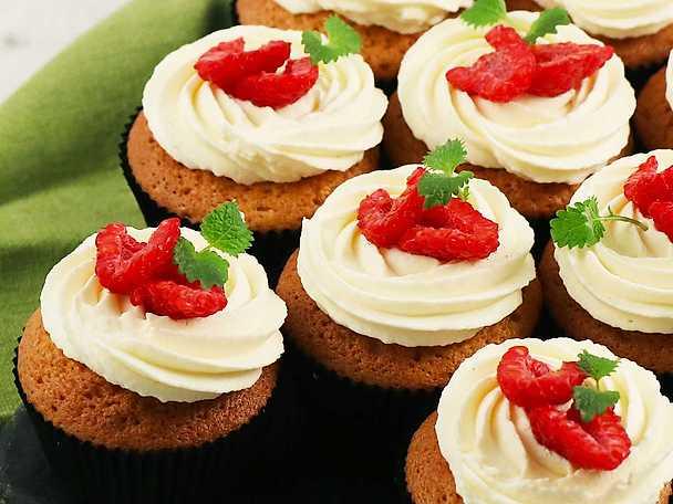 Cupcake med mascarpone och hallonsylt