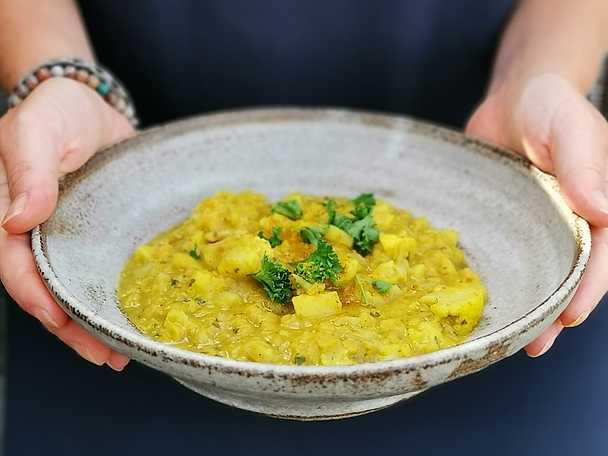 Currygryta med potatis, blomkål och linser