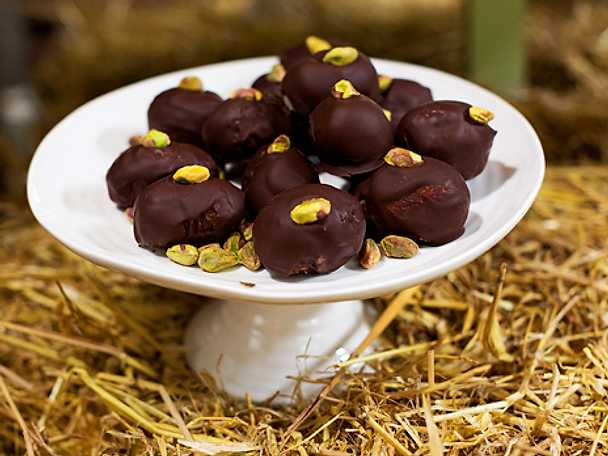 Dadelpraliner med mandel och choklad