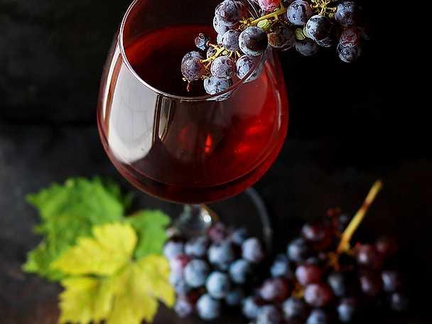 Därför får du huvudvärk av rött vin