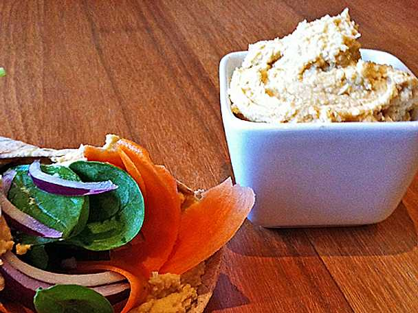Delicious hummus i wrap med grönt