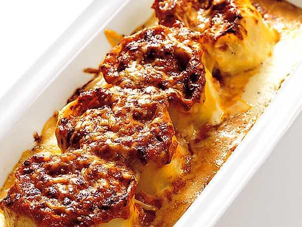 Delitze med skink- och tomatsås
