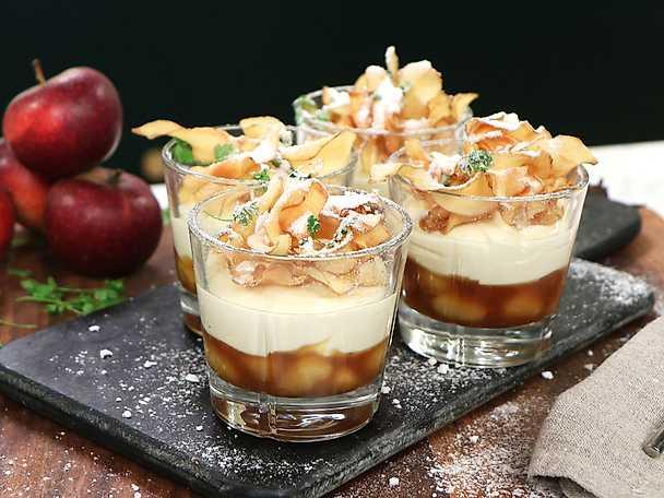 Dessert till nyår - calvadosflamberade äpplen med färskostkräm