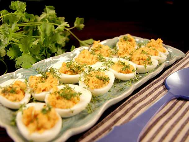 """Deviled Eggs"" ägghalvor"