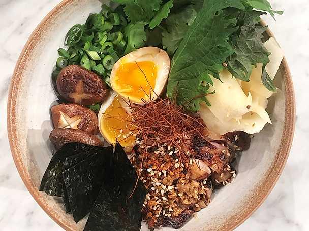 Donburi med kycklinglårfilé och shiitakesvamp