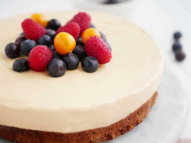 Dulce de leche cheesecake på kladdkaksbotten