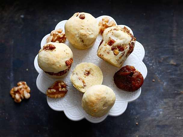 Engelska scones med fikon och valnötter