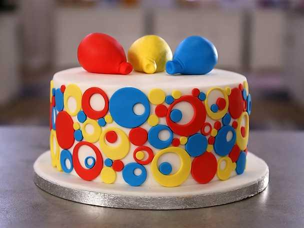 Enkel barntårta med cirklar - se & gör