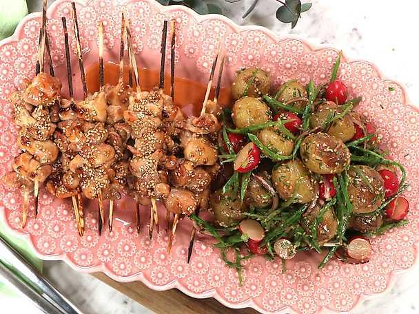 Enkla yakitorispett med krämig potatissallad