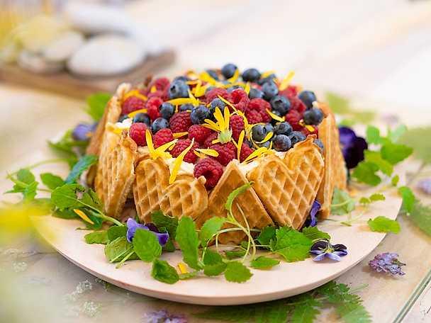 Ernsts våffeltårta med lemon curd- och hallongrädde