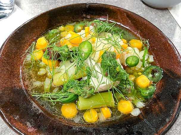 Escabeche på gös med sensommar grönt och salsa verde