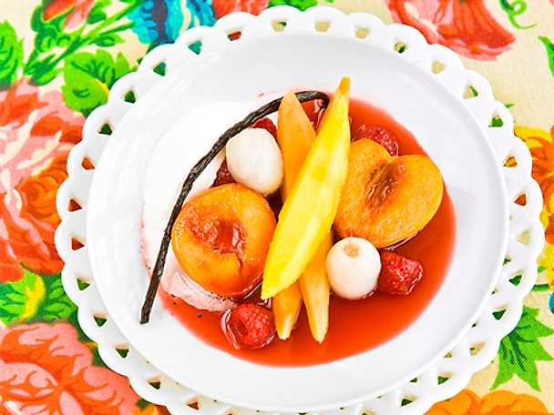 Exotisk frukt i champagne- och hallonsås