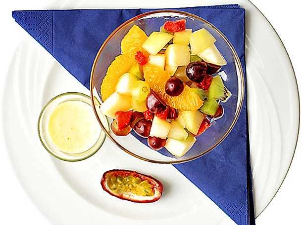 Exotisk fruktsallad med päron och limesås