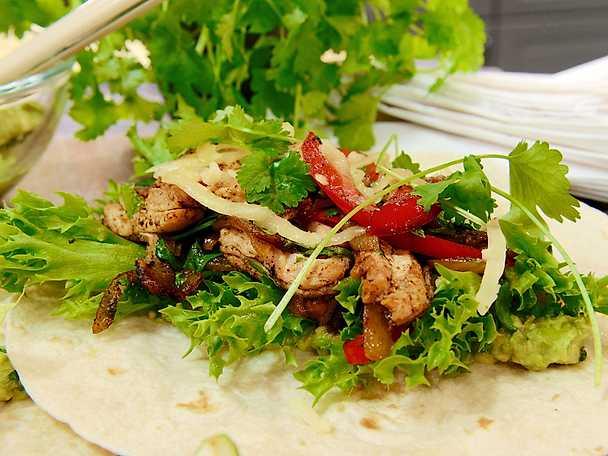 Fajitas med krispig kyckling och paprika