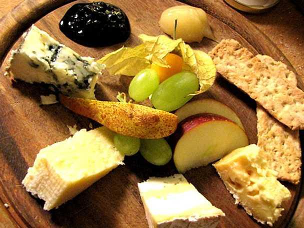 Fantastiska Sverige! - ostbricka med marmelad och frukt