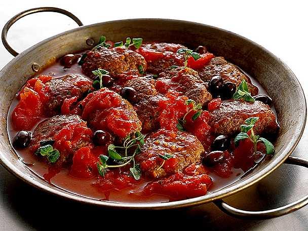 Färsbiffar i tomatsås