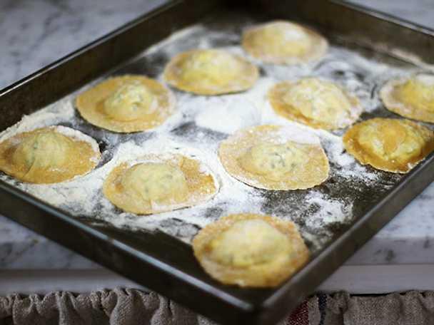 Färsk ravioli med skinka