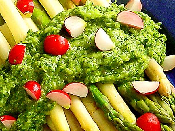 Färsk sparris med mojo verde