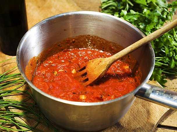 Färsk tomatsås med örter