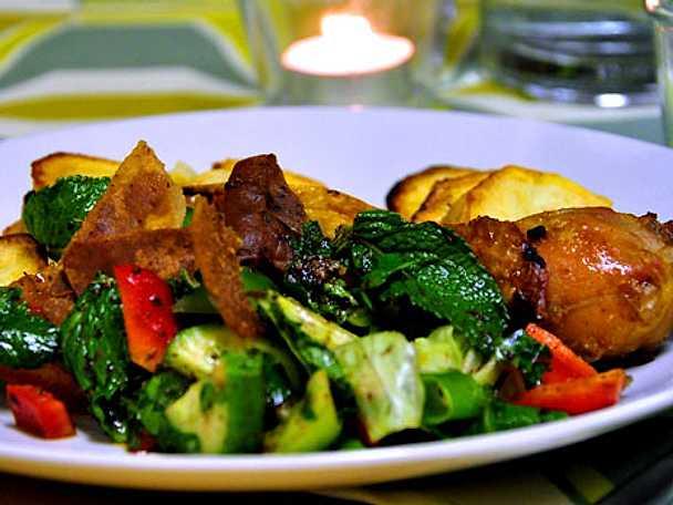 Fatosh -  sallad med kyckling och potatis