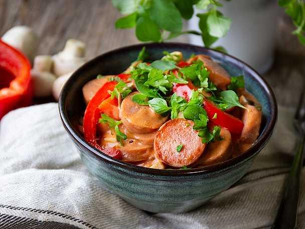 Felix Lättlagad korvgryta med chorizo och krämig tomatsås