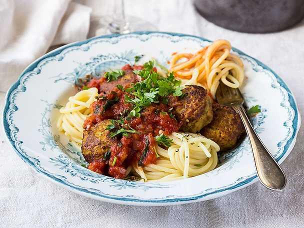 FELIX Pasta med morotsbullar och tomatsås