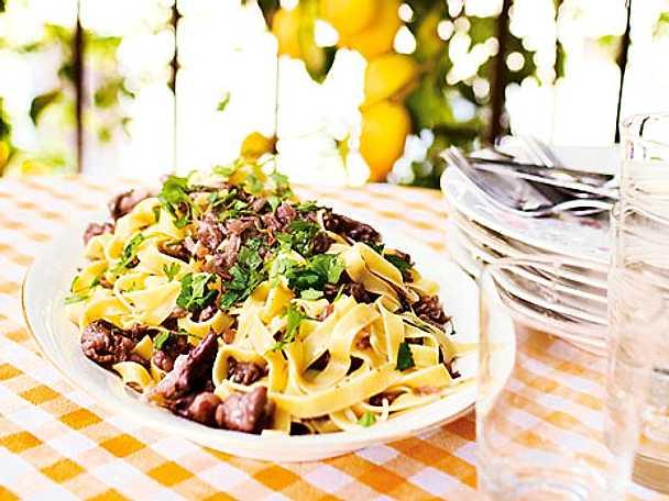 Fettuccini med italiensk korv och svamp