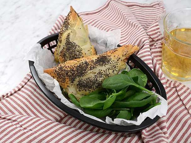 Filopiroger med skinka och spenat