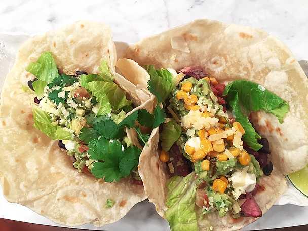 Finaltacos med entrecôte, bönröra och guacamole
