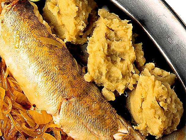 Fisk med kokoslöksås