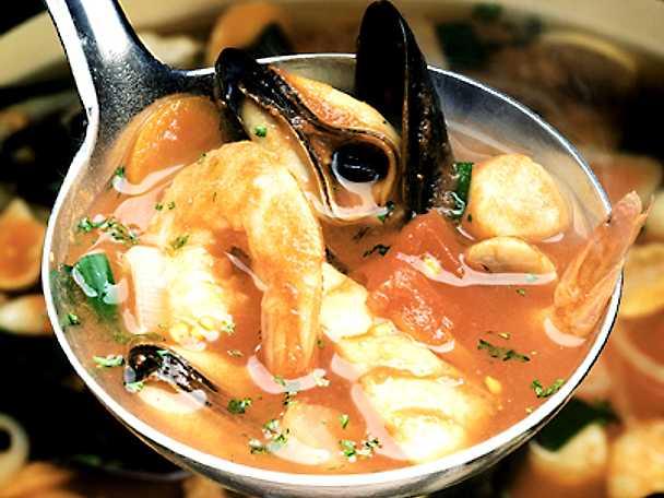 Fisk- och skaldjurssoppa med jätteräkor