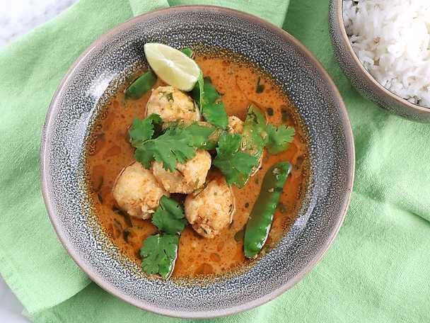 Fiskbullar med ingefära och röd curry